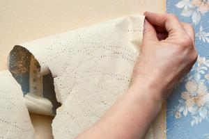 Как быстро и легко снять старые обои со стен?